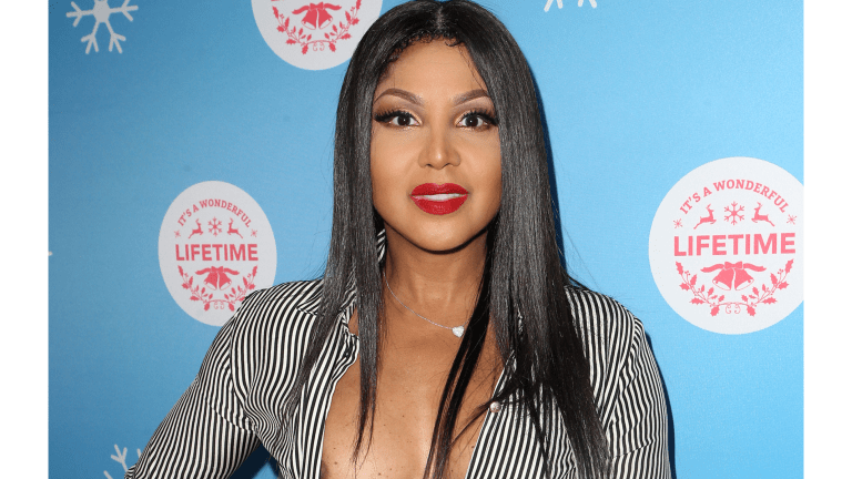 Toni Braxton Goes Viral - Removes Clothes On Instagram!!