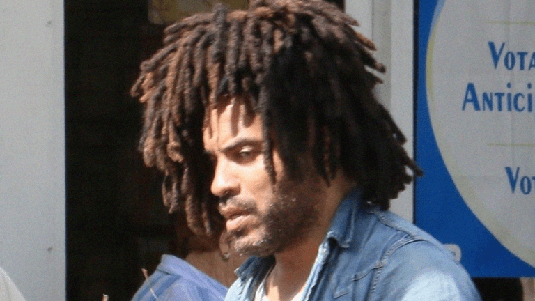Lenny Kravitz: I Go Weeks Between Baths & Wear Same Clothes!!