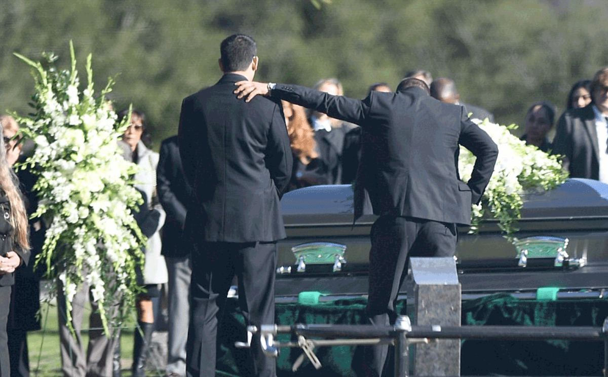 robinthicke_funeral7