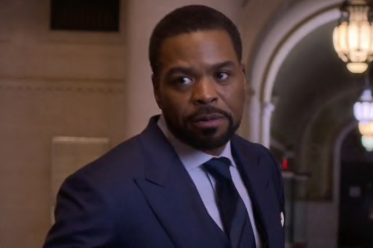 Method Man's Semi-Nude On New Ep. Of Power; Black Twitters Goes Crazy! (Graphic)
